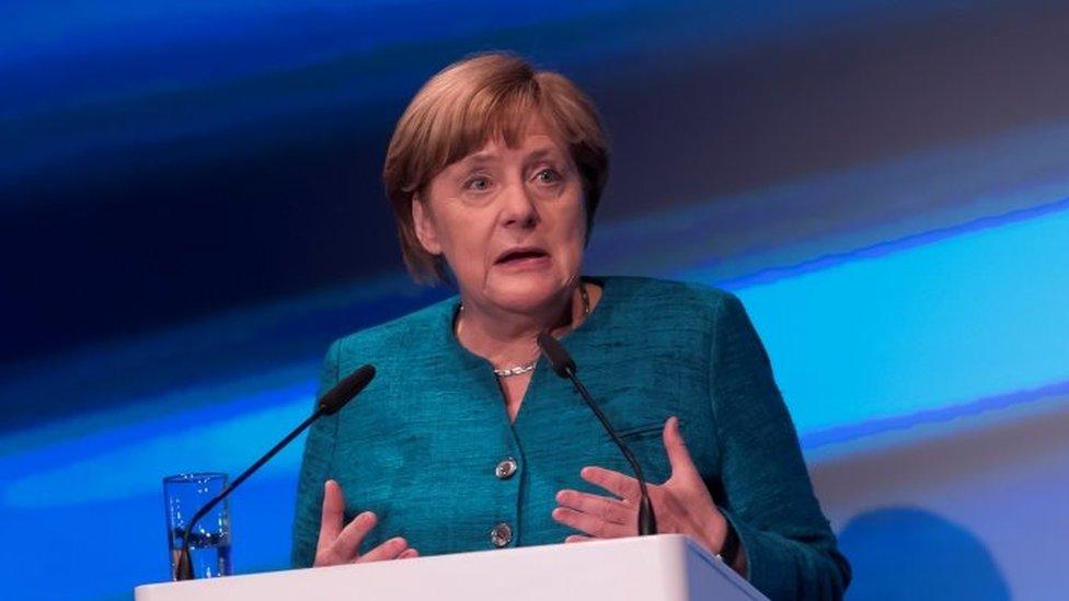 Trump llama a primera ministra May por el