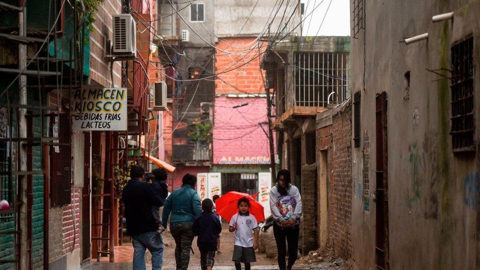 Pese a que bajó la brecha salarial, persiste una fuerte desigualdad de ingresos en los países latinoamericanos.