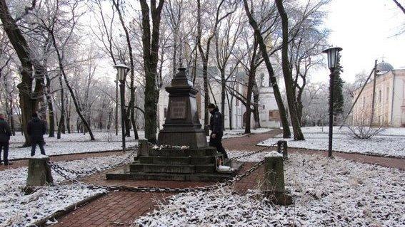 У Чернігові знайшли викрадені погруддя Коцюбинського та Пушкіна