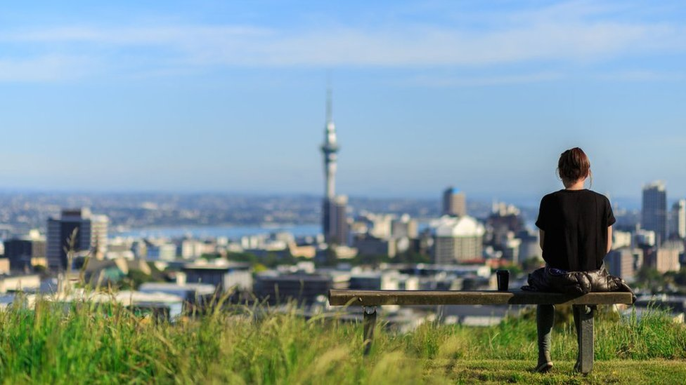Kiwis consider foreign house buyer ban