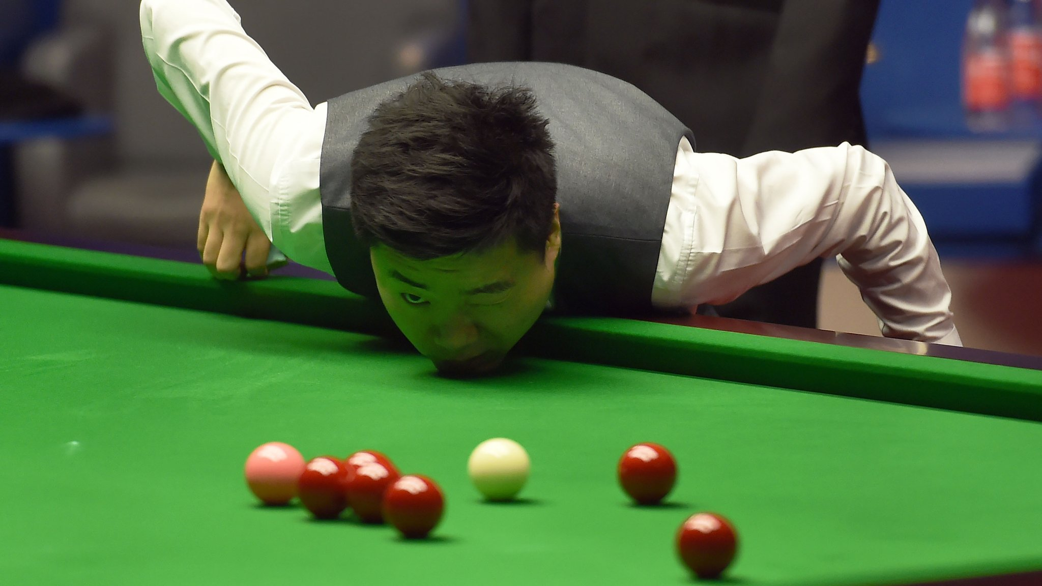 Ding draws level with Selby in semi-final thriller