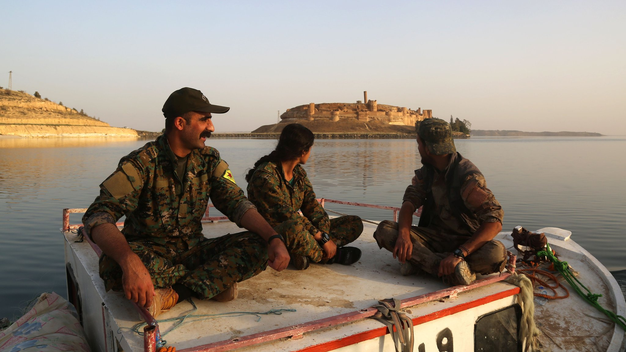 Syria war: IS driven back in Tabqa, US-backed fighters say
