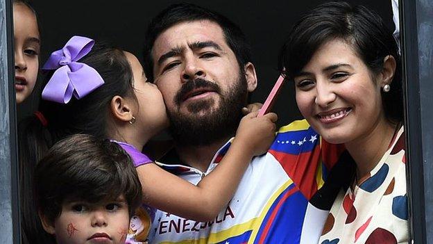 Daniel Ceballos junto a su familia.