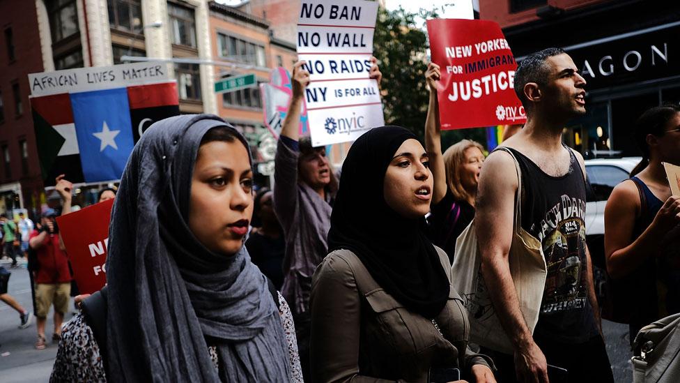 شهدت مدينة نيويورك مظاهرات ضخمة ضد قرار ترامب