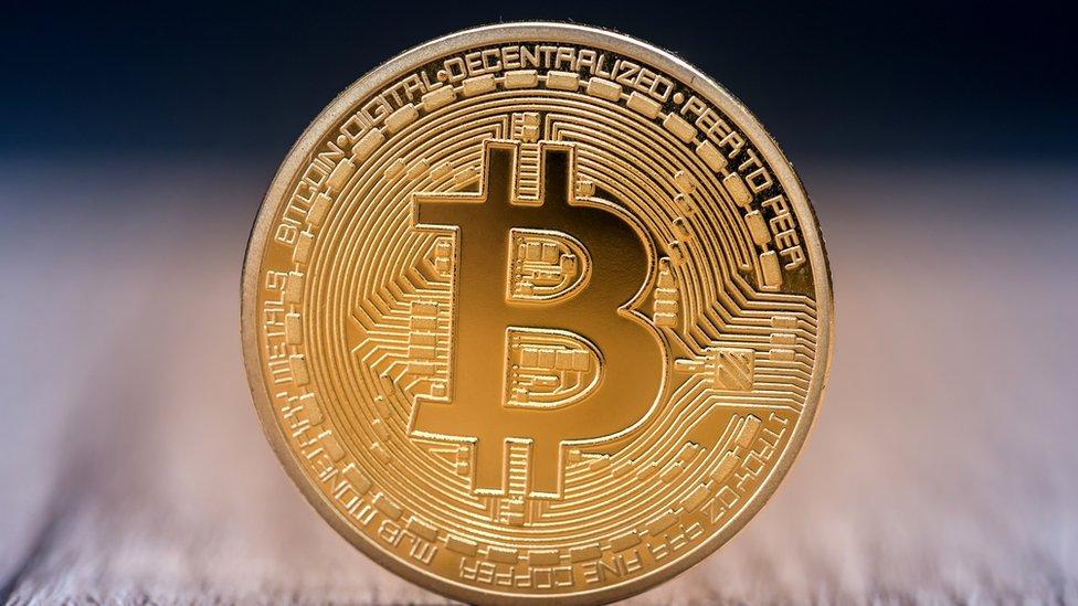 50 de dolari în bitcoin)
