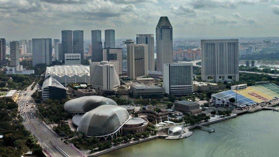 Nhà quan sát Hà Nội nói gì về 'giấc mơ Singapore'?