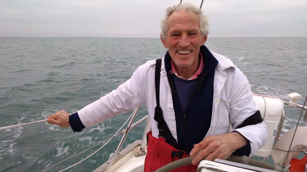 'Missing' sailor Robin Davie sends radio message