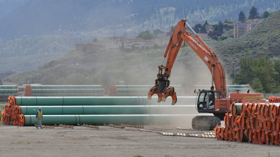 Trans Mountain: Canada approves $5.5bn oil pipeline project
