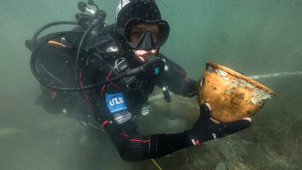 Lake Titicaca: Underwater museum brings hope to shores