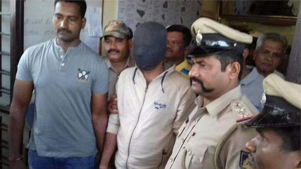 انڈیا: 'گاڑیوں کو آگ لگانے والا' ڈاکٹر گرفتار