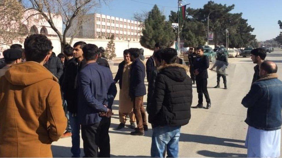 د افغان-ترک ښوونځي ښوونکي وايي، پولیسو پرې 'برید کړی'