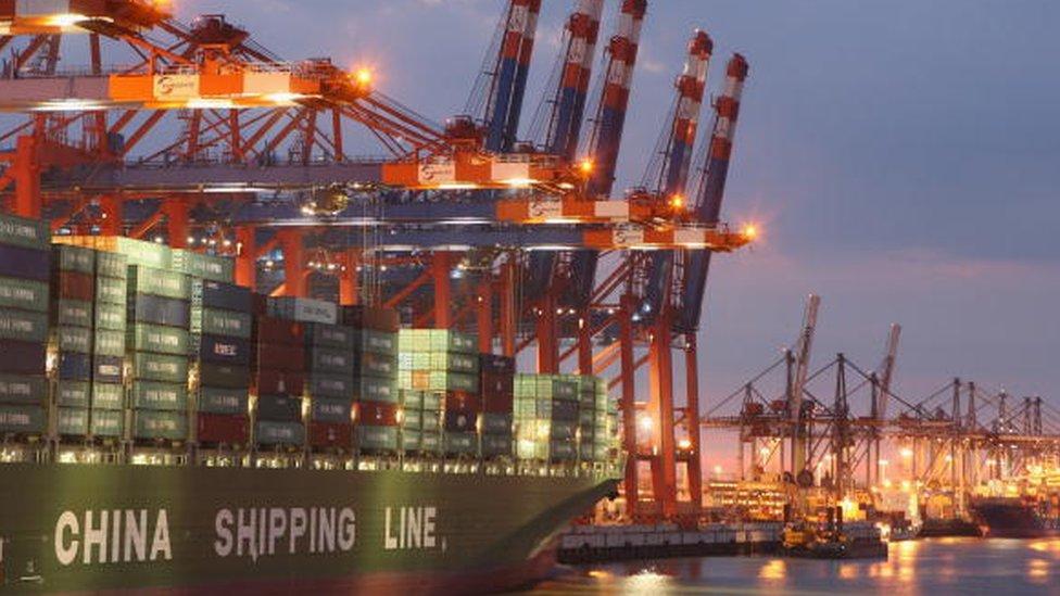 Actualmente a los buques de carga chinos les toma cerca de 48 días llegar a puertos como el de Rotterdam.