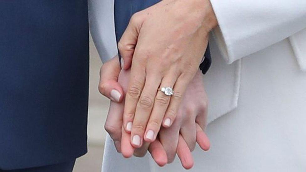 صمم الأمير هاري بنفسه خاتم الخطوبة الذي يضم ماستين كانتا للراحلة ديانا، أم الأمير