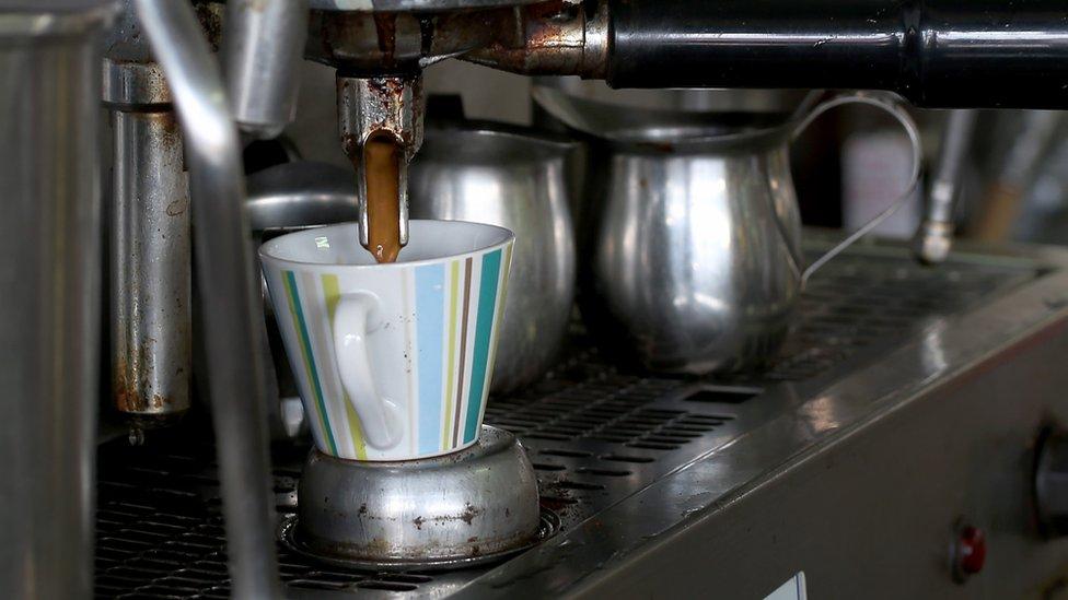 Aunque sería fácil aceptar un extra de US$0,10 por taza de café para los consumidores europeos, no sería necesariamente igual, por ejemplo, para los de China.