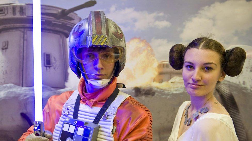 Aficionados de Star Wars disfrazados