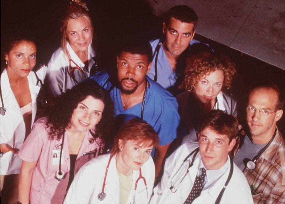 El elenco de la serie ER fotografiado en 1997