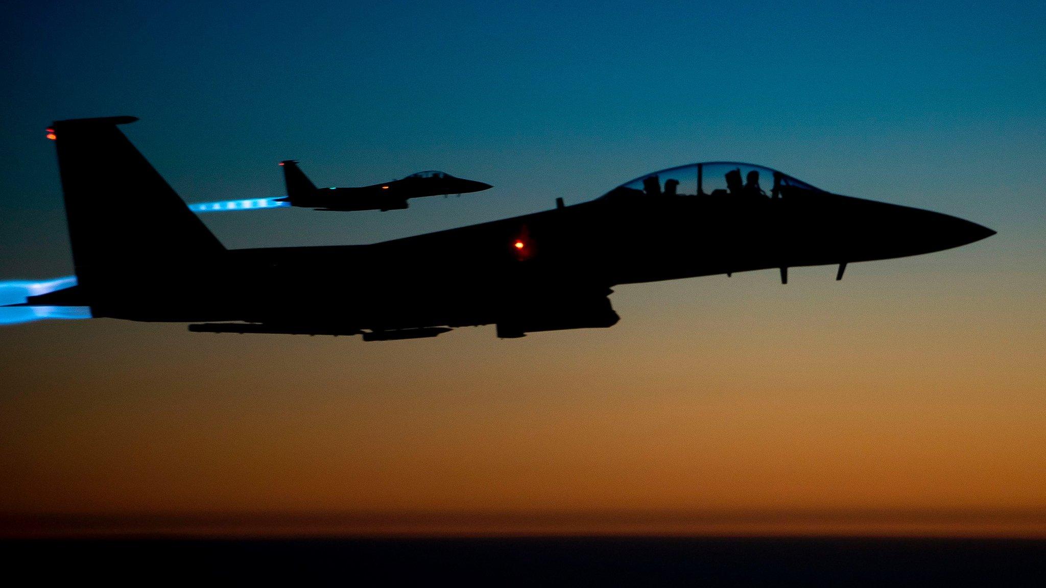 Syria war: Air strike on IS prison in Mayadin 'kills dozens'
