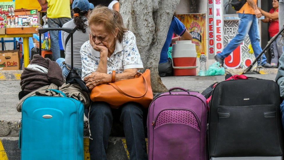 Muchos venezolanos cruzan la frontera con Colombia para adquirir alimentos y otros artículos de primera necesidad.