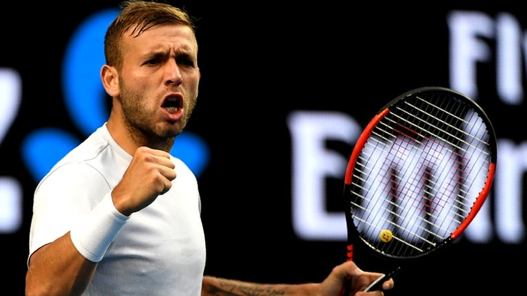 Evans sweeps past Tomic to join Murray in Australian Open fourth round