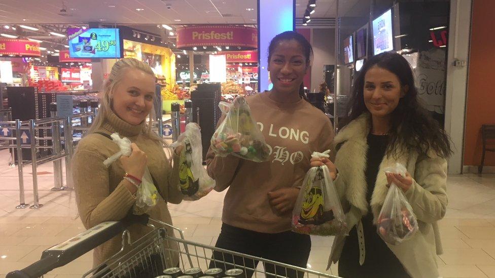 Los noruegos viajan hasta Suecia para comprar dulces más baratos.