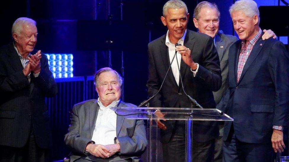 خمسة رؤساء أمريكيين يجتمعون في حفل خيري لضحايا الأعاصير