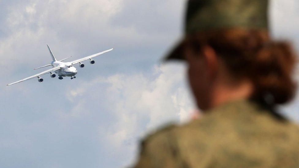 В Венесуэлу прибыли российские самолеты с грузами и военными