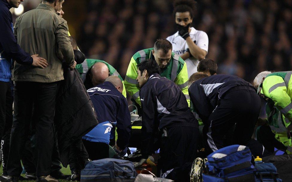 """Fabrice Muamba sobrevivió pese a haber pemanecido 78 minutos """"clínicamente muerto""""."""