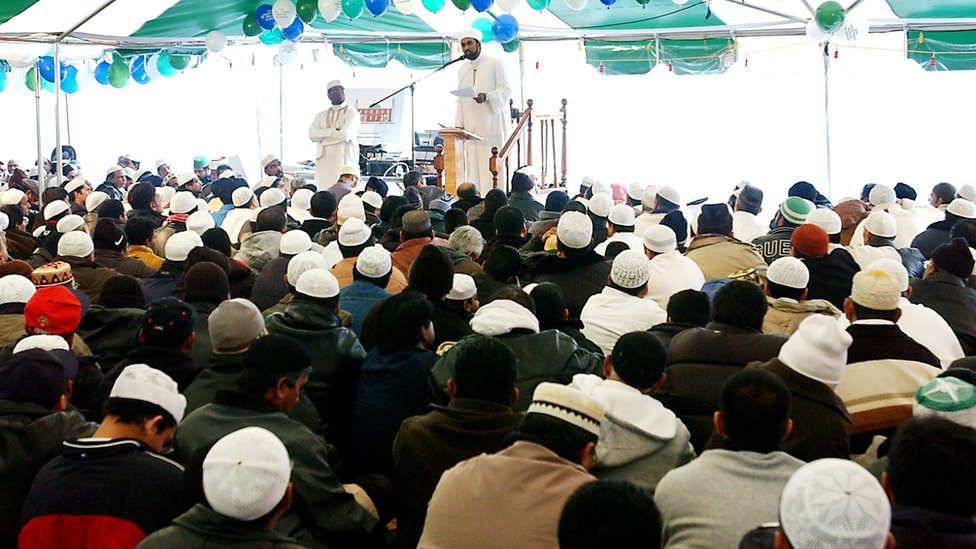 Imam Zameer gives a sermon in New York