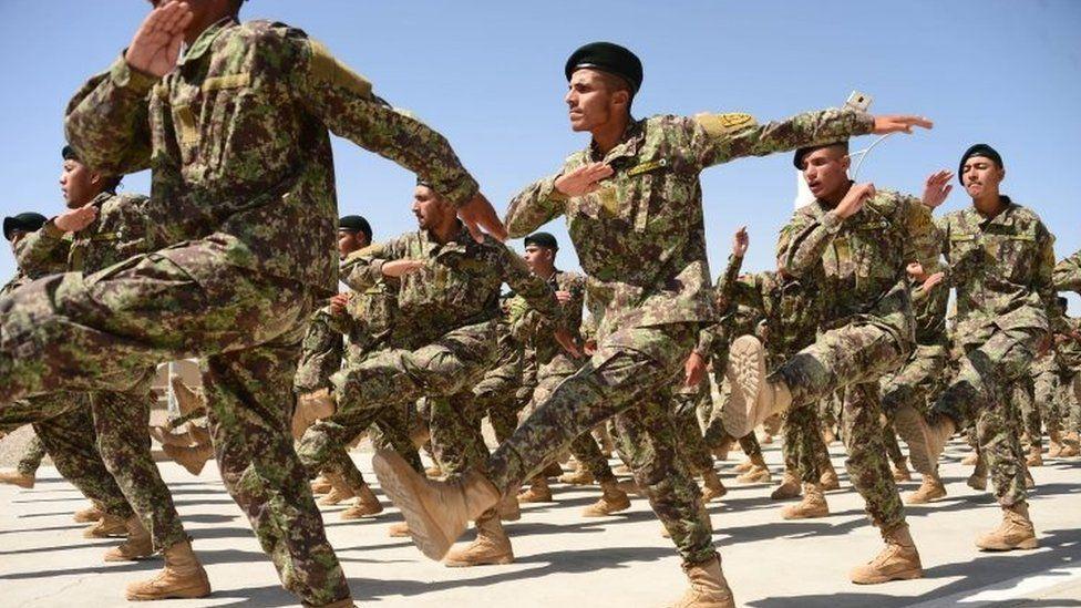 د افغان ځواکونو د بودیجې یوه برخه د ټرمپ پر دېوال لګېږي