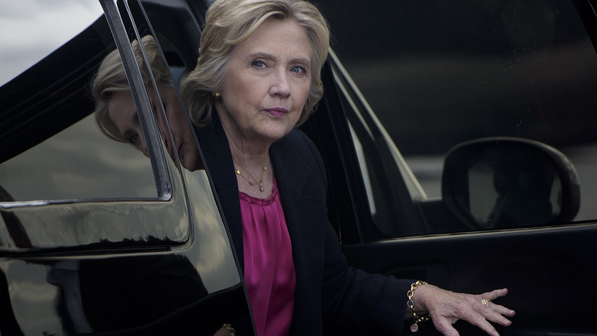 FBI probes new Hillary Clinton emails