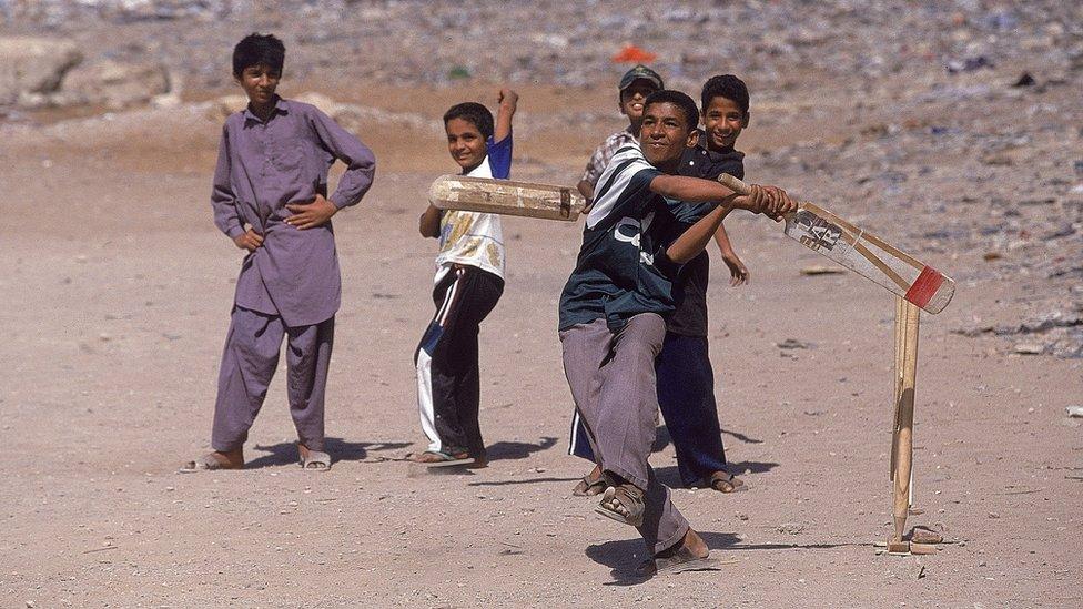 کرکٹ: نوجوانوں کی گلی محلے کی کرکٹ اب ٹی ٹین کے نام سے بین الاقوامی سٹیڈیم میں کھیلی جائے گی