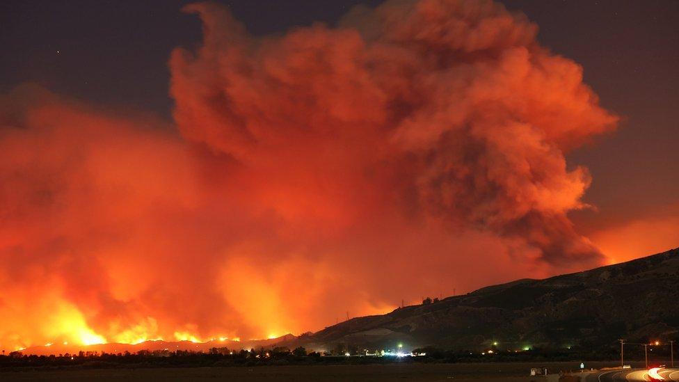 Una vista de los incendios en California