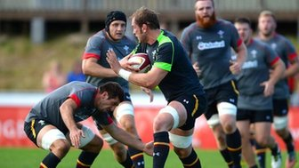 Justin Tipuric lines up Alun Wyn Jones during open training in Colwyn Bay