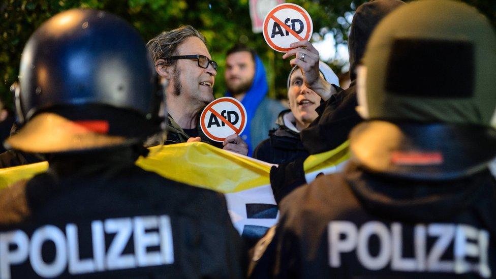 些德國民眾集會向另類選擇黨表示不滿