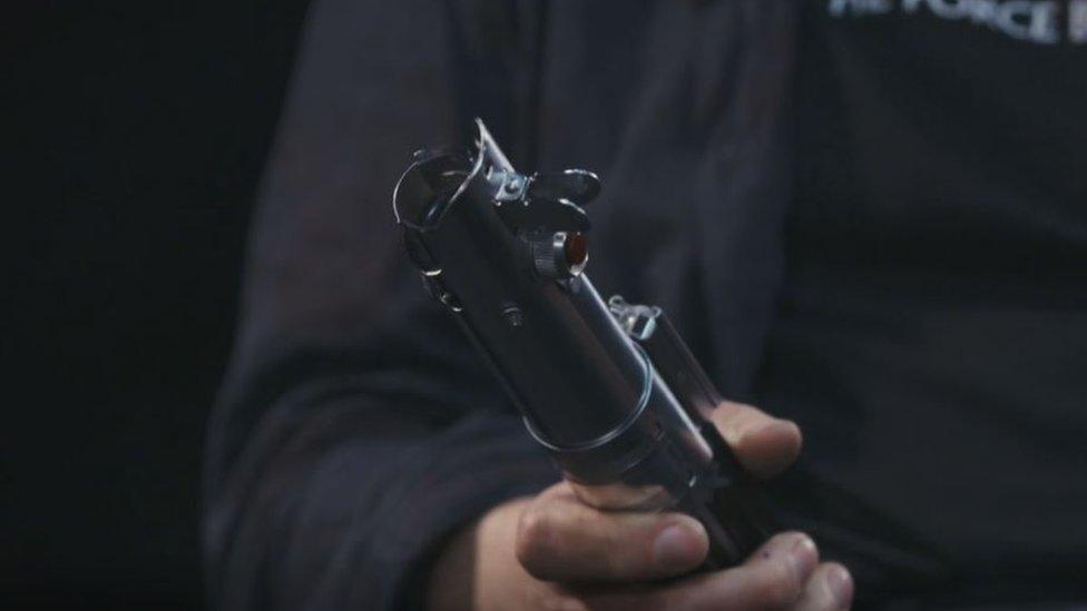 Mango de flash de una cámara fotográfica antigua.