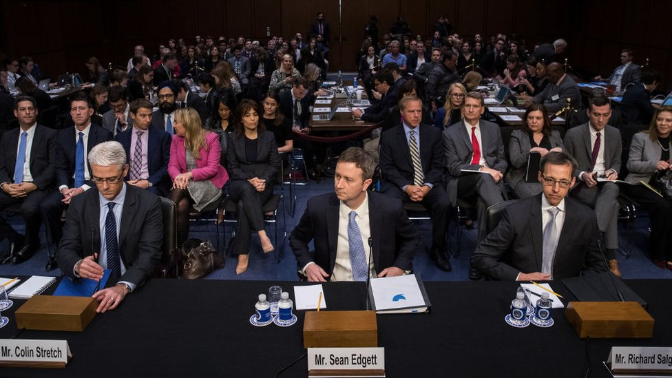 En octubre, varios representantes de Facebook, Twitter y Google fueron llamados a participar en una audiencia del Senado de EE.UU. sobre la desinformación en internet.