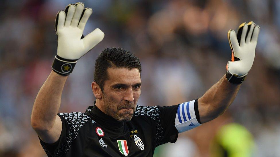 Gianluigi Buffon celebra