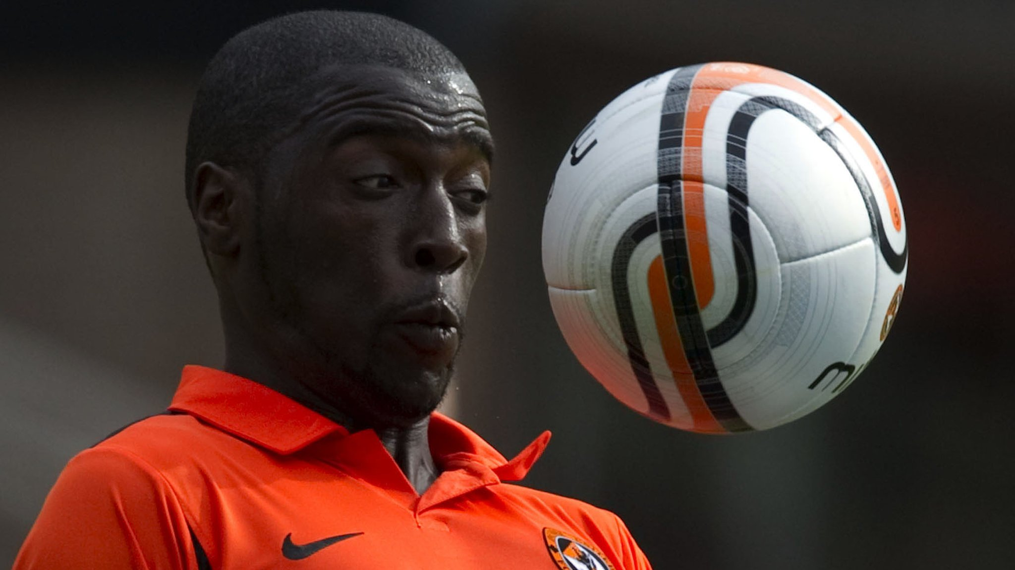 Gomis 'feels at home' after signing up for third spell at Dundee Utd