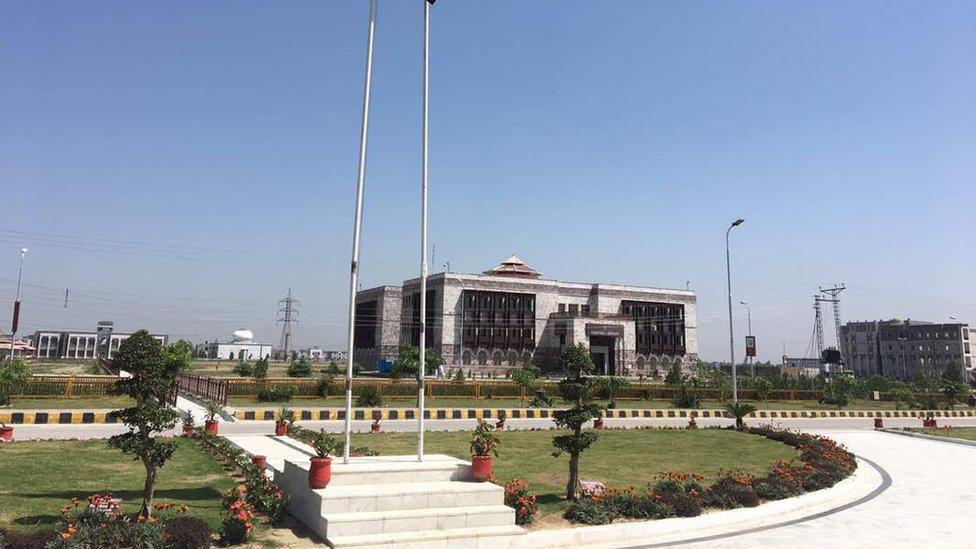 Universidad de Abdul Wali Khan