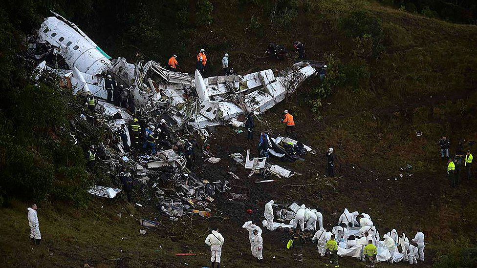 Restos del avión en el Cerro Gordo