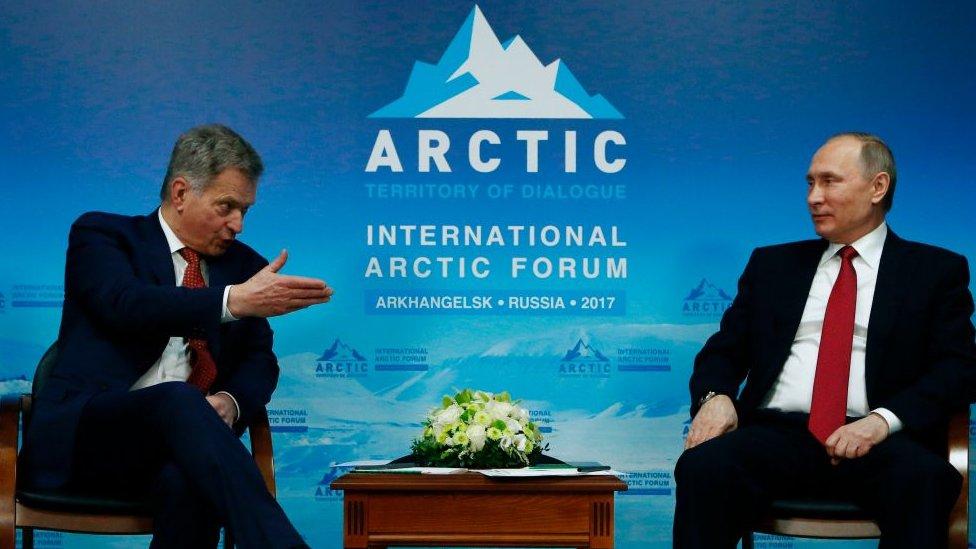 Responde Rusia a sanciones de EU; reduce número de diplomáticos