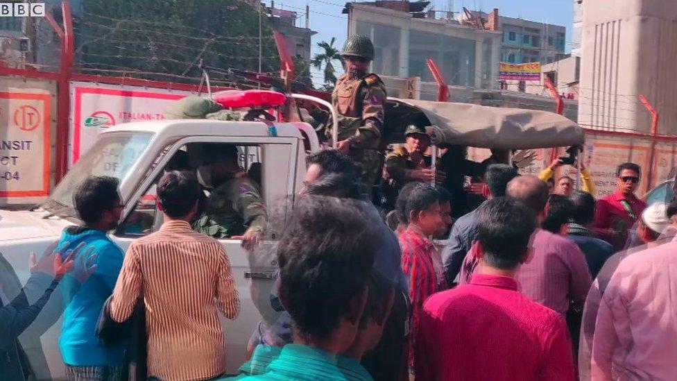 সংসদ নির্বাচন: শেওড়াপাড়ার ভোটকেন্দ্রে যা দেখেছেন বিবিসি