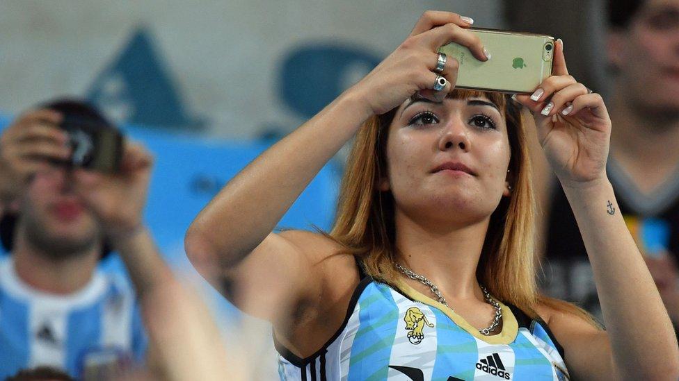 Muchos argentinos que usan iPhone lo han conseguido a través de viajes personales o de conocidos al extranjero.