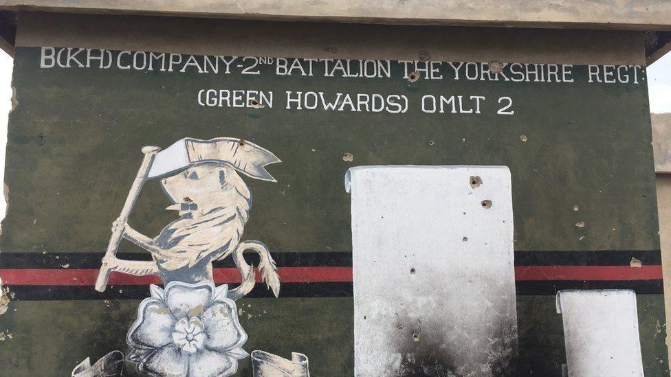 مقر الشرطة في سنجين يحمل اسم الفوج البريطاني الذي كان يتخد مقره في المنطقة