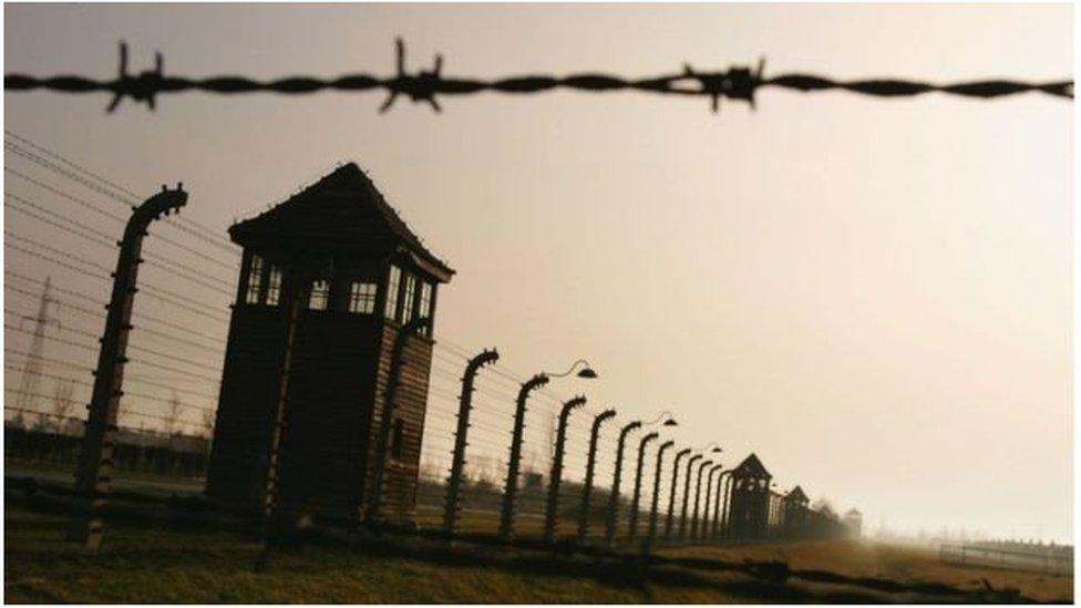 بنيت المعسكرات النازية وأديرت من قبل ألمانيا النازية بعدما اجتاحت بولندا في عام 1939.