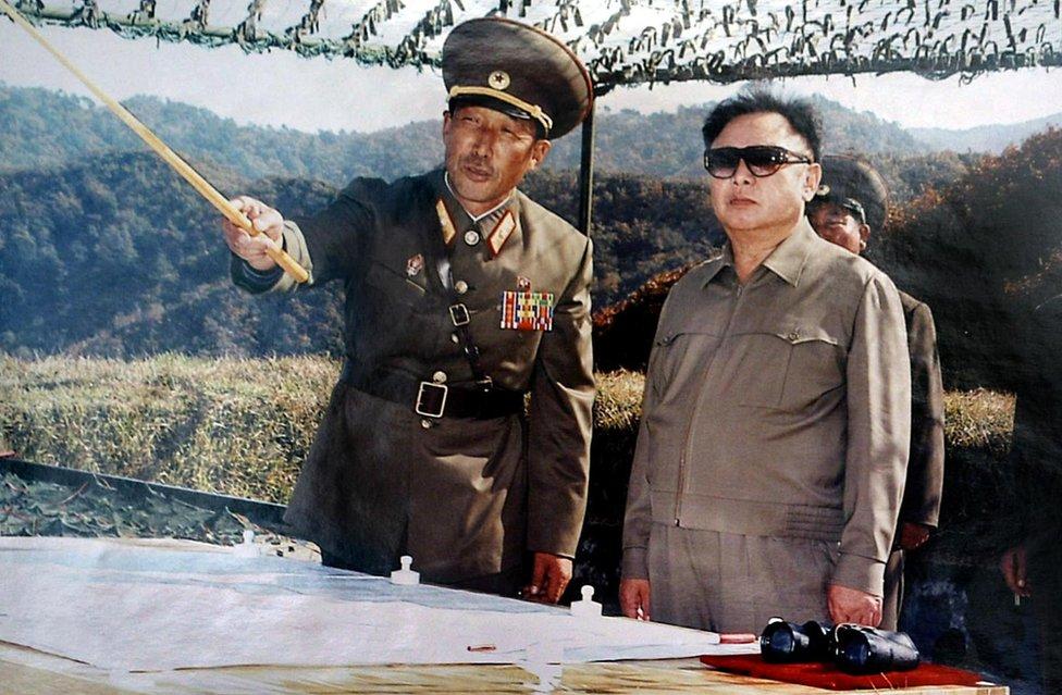Foto de los años 1970 del entonces futuro líder de Corea del Norte, Kim Jong-il