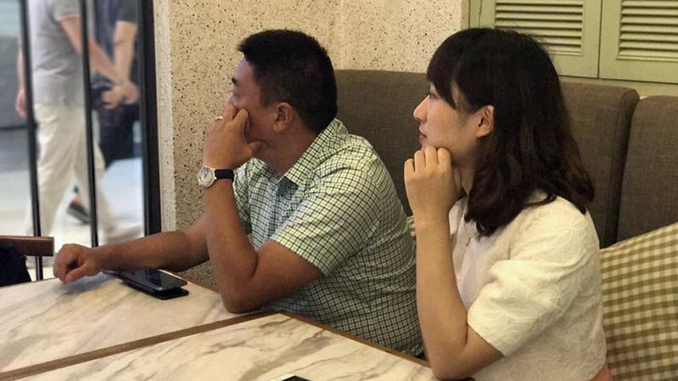 العميل السري داي مع زميلة له في المهنة