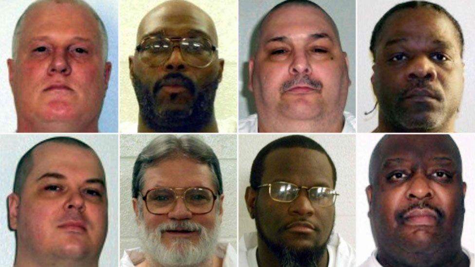 صورة بالسجناء الثمانية