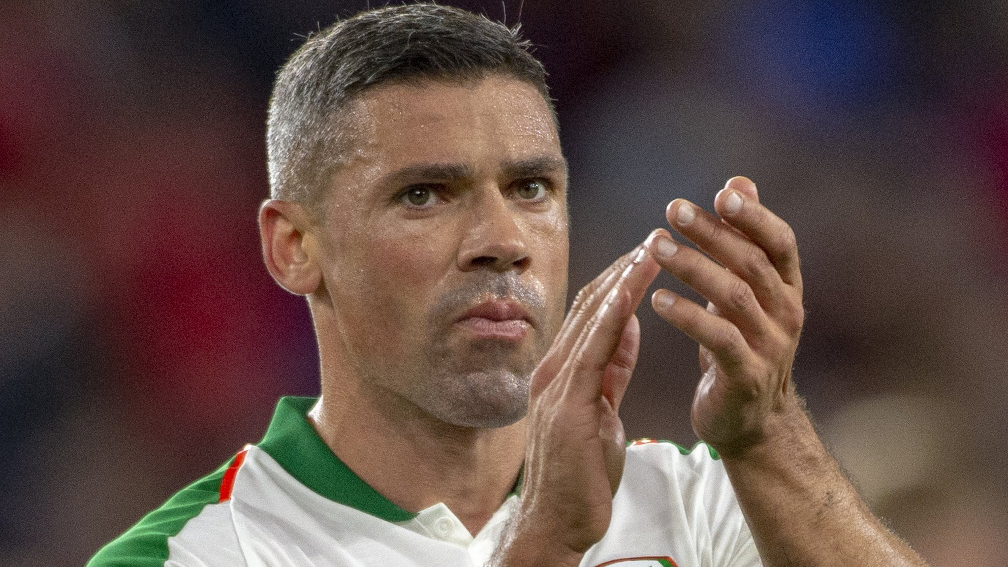 Jonathan Walters: Striker announces retirement from football