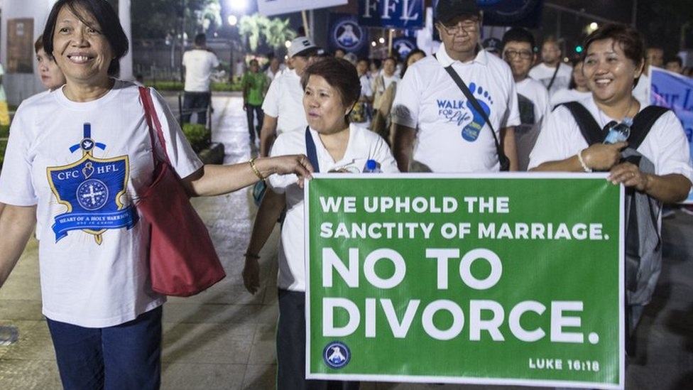 Philippines moves closer to allowing divorce